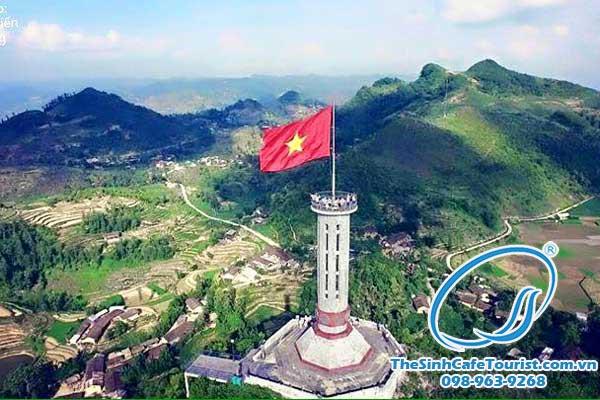 Tour The Sinh Cafe Tourist đi Hà Giang cột cờ lũng cú